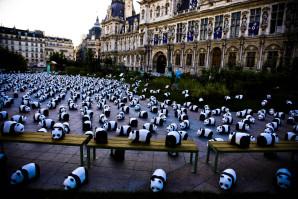 1600_pandas_ont_envahi_le_parvis_de_l_hotel_de_ville_a_pari